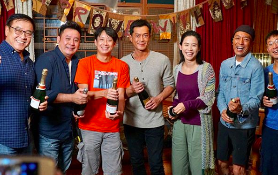 Louis Koo and Jessica Hsuan Celebrate End of Filming with Champagne