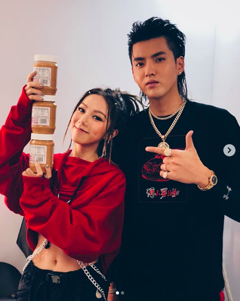 Chinese celebrity Kris Wu promised to bring back G.E.M's favorite peanut butter from LA.  She didn't think he would bring back three jars!