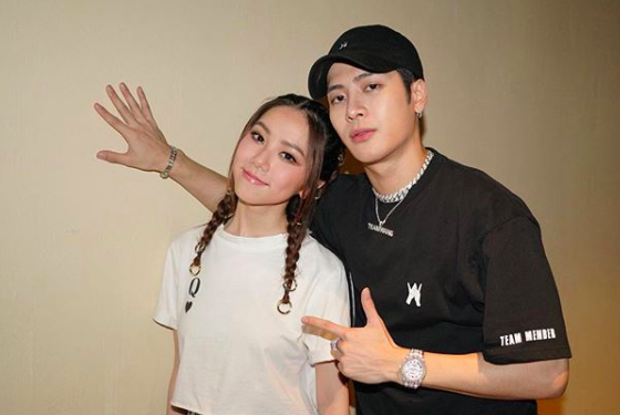 """G.E.M. and Jackson Wang Serenade Fans with Performance of Jay Chou's """"Silence"""""""