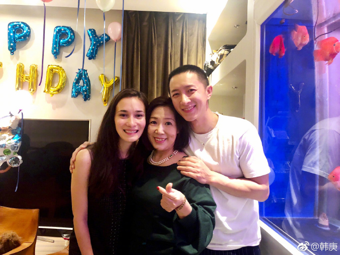 Han Geng and Celina Jade Have Registered Marriage in Hong Kong with Han Geng's Mom