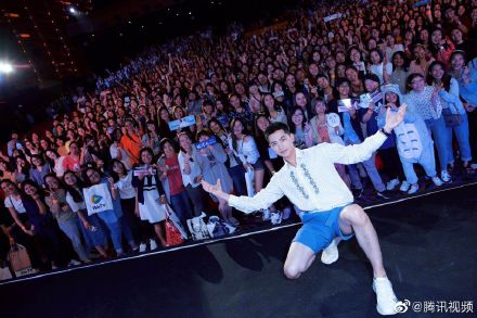 Yang Yang Warmly Welcomed by Fans in First Thailand Fan Meeting