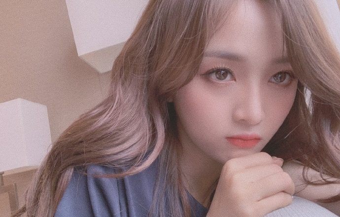 Rocket Girls 101's Wu Xuanyi Gets Irritated by Middle Aged Man Filming Her at Airport