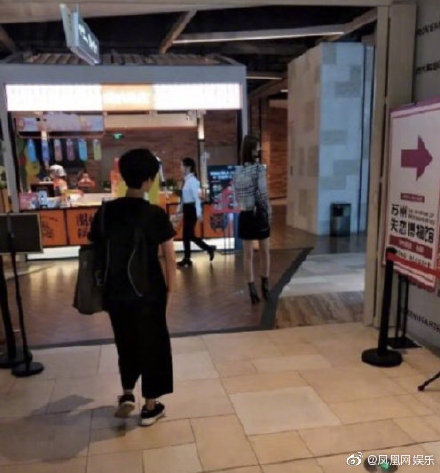 """Bridgette Qiao Xin, Seen at """"Museum of Broken Relationships"""", Sparking Netizens Curiosity about Her Dating Rumors with Yang Yang"""