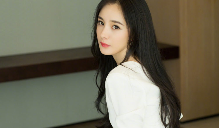 """Fans Protest Against Yang Mi's Company, Jaywalk Studio, for Giving Her """"Rotten Series"""""""