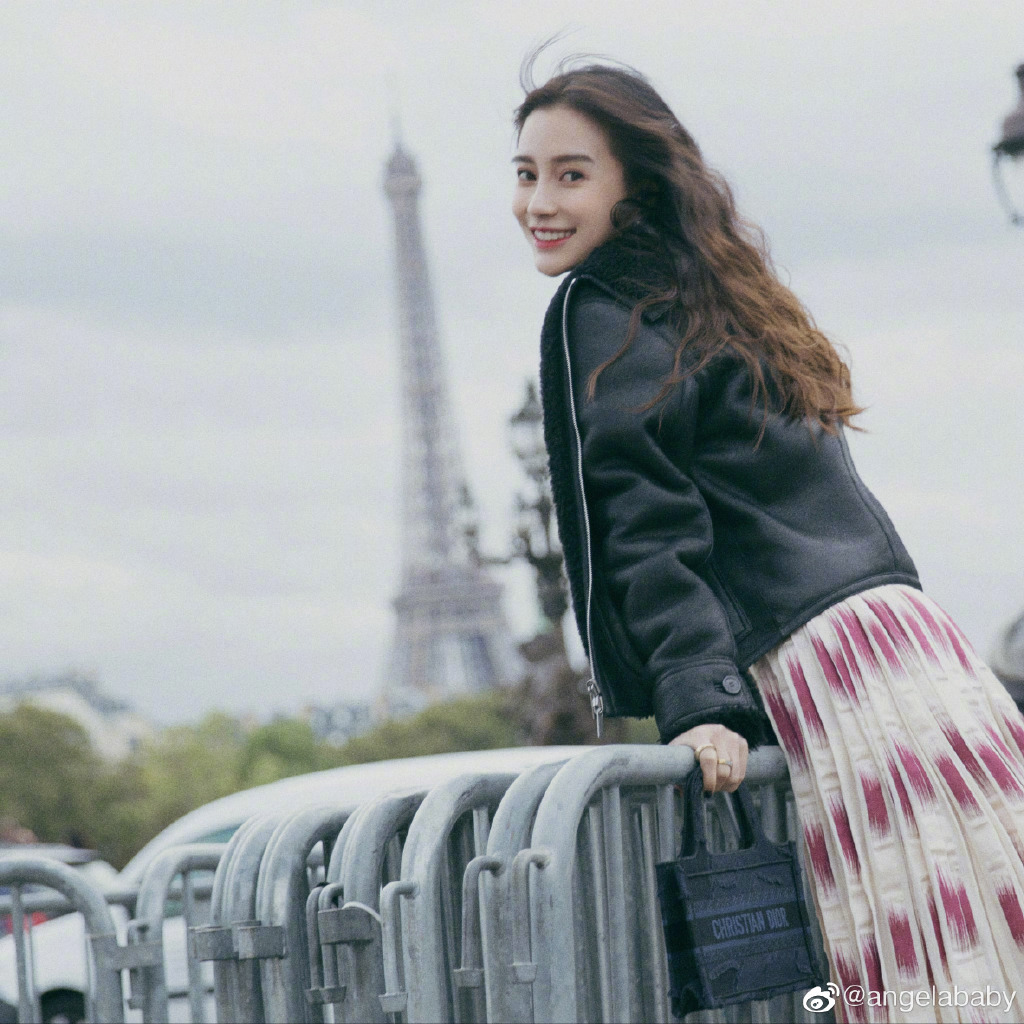 """Netizen Calls Angelababy a """"Disgrace"""" at Paris Fashion Week Because of One Picture"""