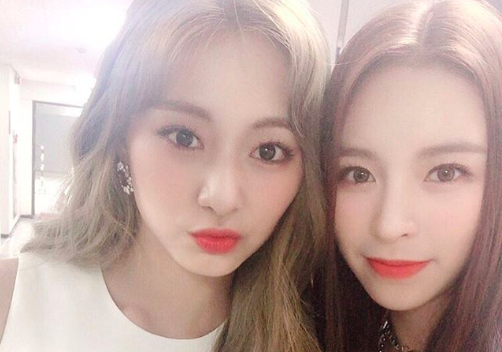 TWICE's Tzuyu and CLC's Elkie Spotted Together in Taiwan