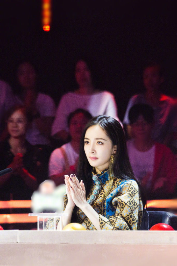 Netizens Complain about Yang Mi's Pictures Being Overly Photoshopped