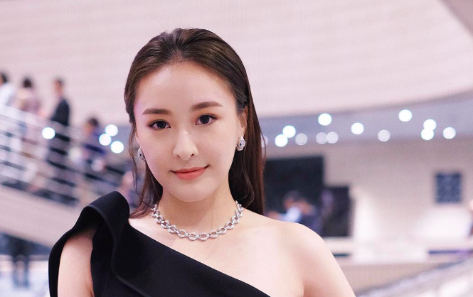 Jeannie Chan Blasts Male for Secretly Taking Pictures of Her Only Wrapped in a Towel