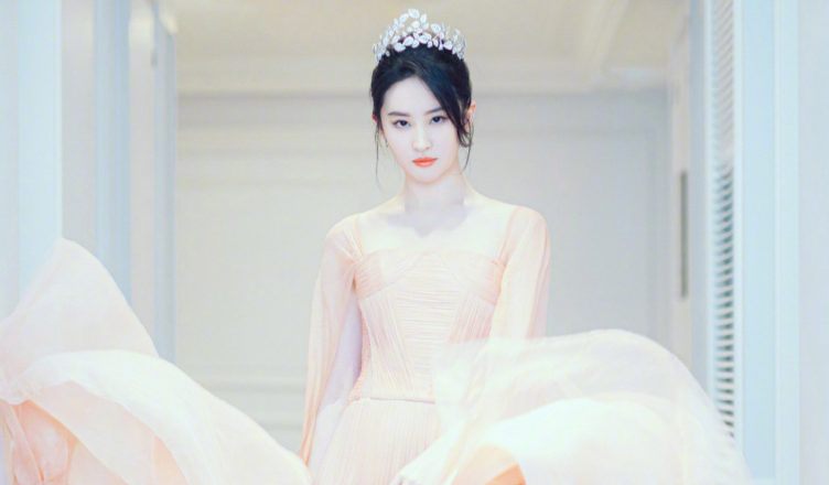 Crystal Liu Yifei Flaunts Her New Physique and Muscles