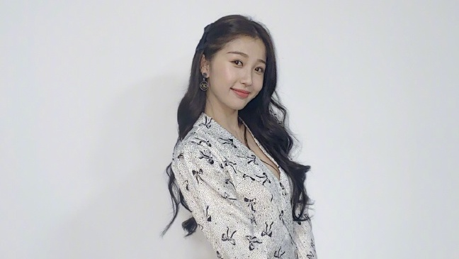 """Esther Yu Actress, """"Youth With You 2020"""" Trainee...and Level 1 Sasaeng Fan?"""