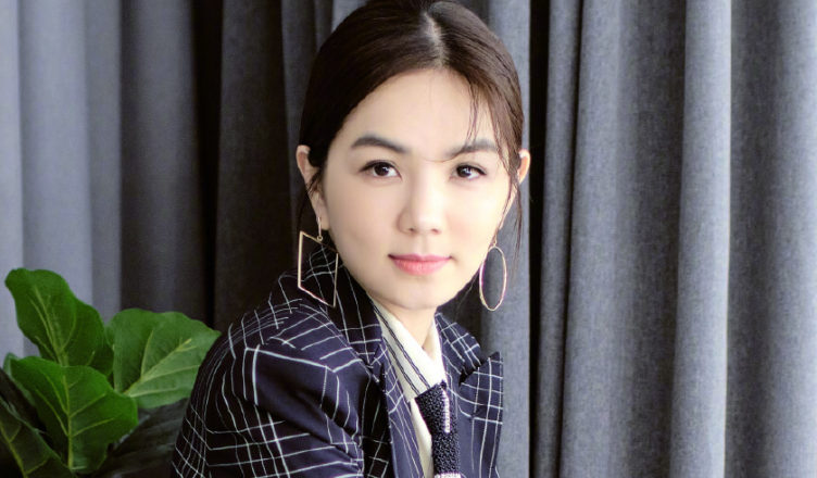 """Ella Chen Receives Surprise Mother's Day Gift from """"Youth With You 2020"""" Trainees"""