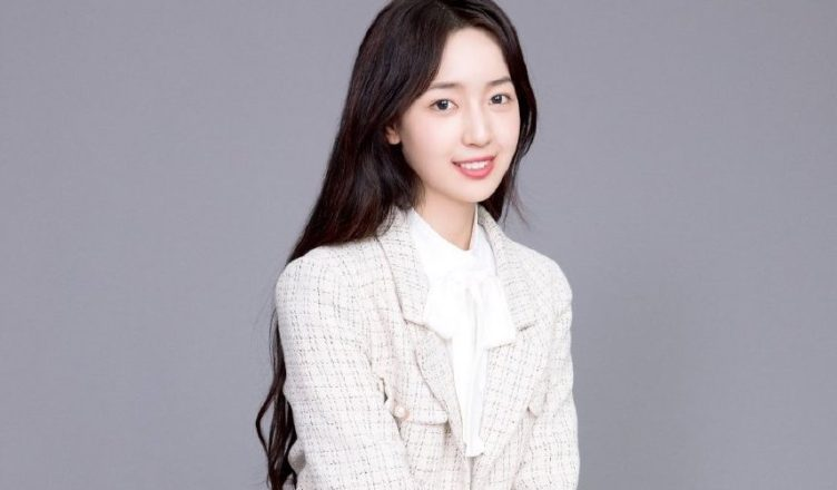 """Clothing Brand Apologizes for Insulting """"Youth With You 2020"""" Trainee, Luna Qin"""