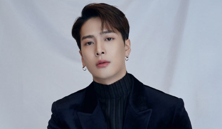 Person Pretends to be a Fan to Get Jackson Wang's Autograph then Sells it Online