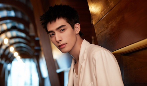 """Song Weilong Couldn't Hold Back from Crying in Certain Scenes in """"Go Ahead"""""""