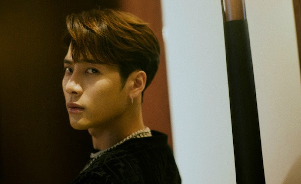 Fans Clarify Rumors of Jackson Wang Allegedly Partying and Holding an Influencer's Hand at a Club