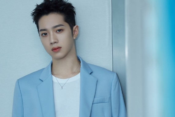 Lai Kuanlin Handwrites Apology Letter After Former Fans Call Him Out for His Personal Life and Dating Rumors