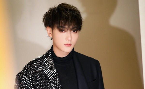 Huang Zitao Reacts to His Passionate Response Advising Fan to Break Up with Cheating Boyfriend