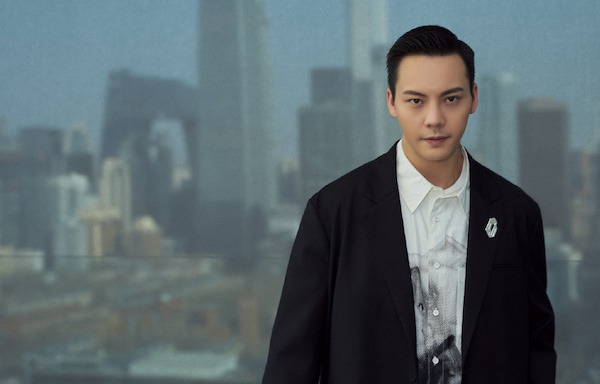 William Chan Gets Scolded by the Boyfriend of a Girl Who He was Secretly Filming for Wearing His Clothing Brand
