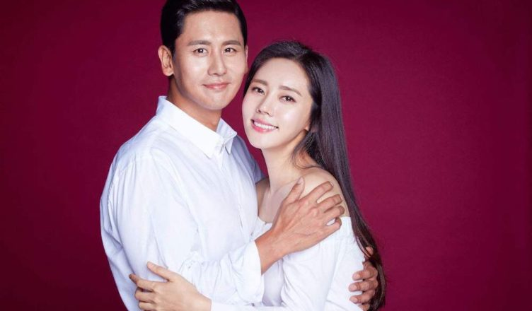 C-Netz Rally Support for Korean Actress, Choo Ja-hyun, After Husband, Yu Xiaoguang, Grabs Female Friend to Sit on His Lap in the Car