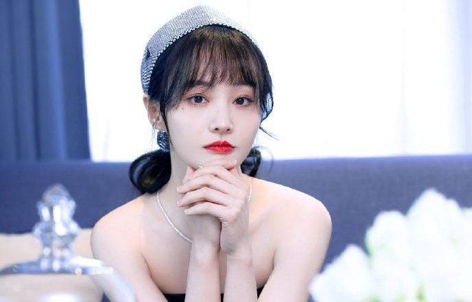 Zheng Shuang Responds to Zhang Heng Trending and Reveals She is Struggling to Get By in the US