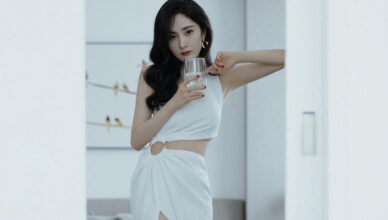 Yang Mi Reportedly Gets Hit On while Hanging Out with Her Bestie